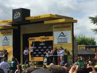 Montee podium Tour de France Espelette